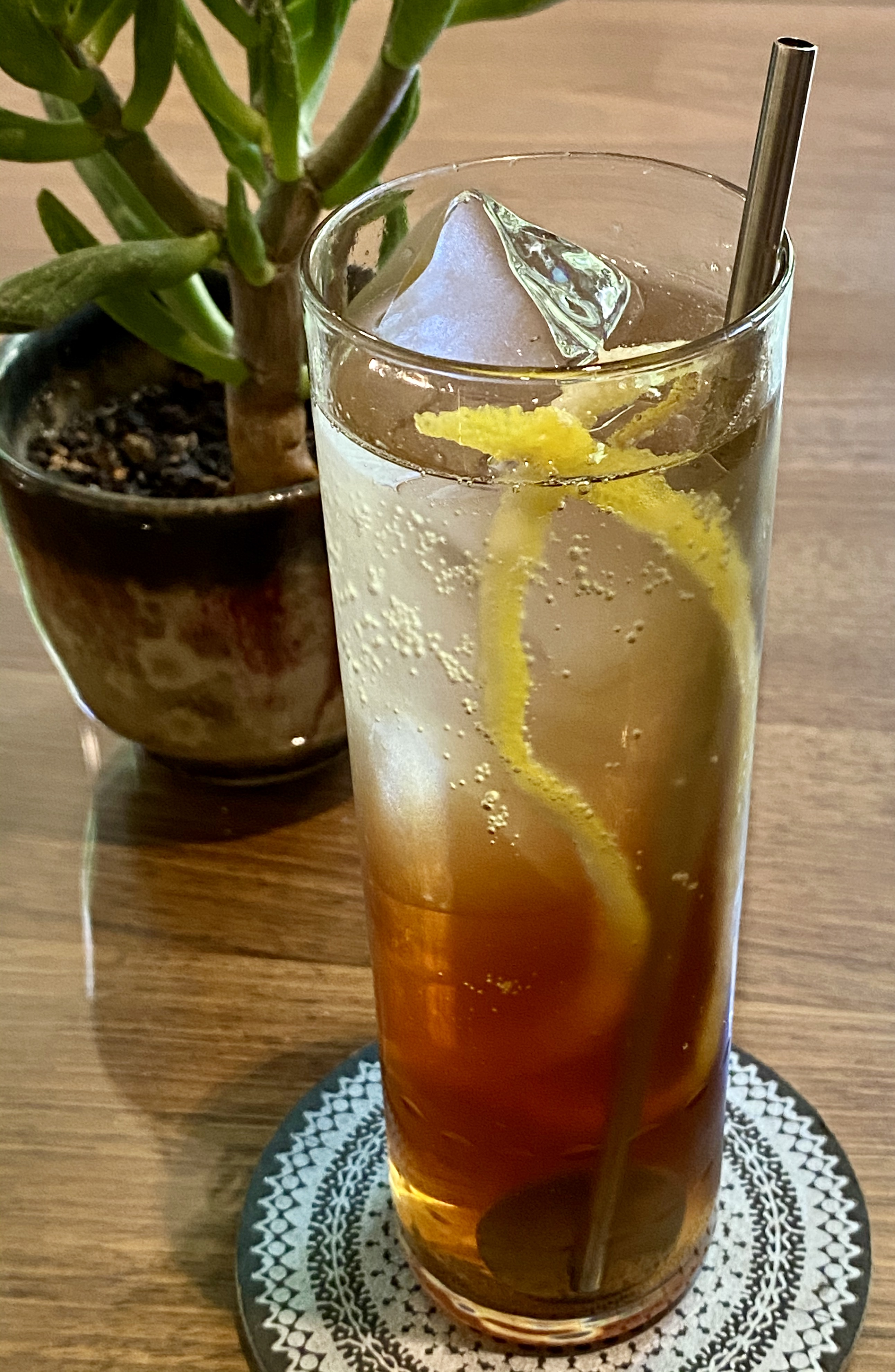 An example of the Berry to Ferry, the mixed drink (cocktail) featuring seltzer, Pasubio Vino Amaro, and Mattei Cap Corse Blanc Quinquina; photo by Martin Doudoroff