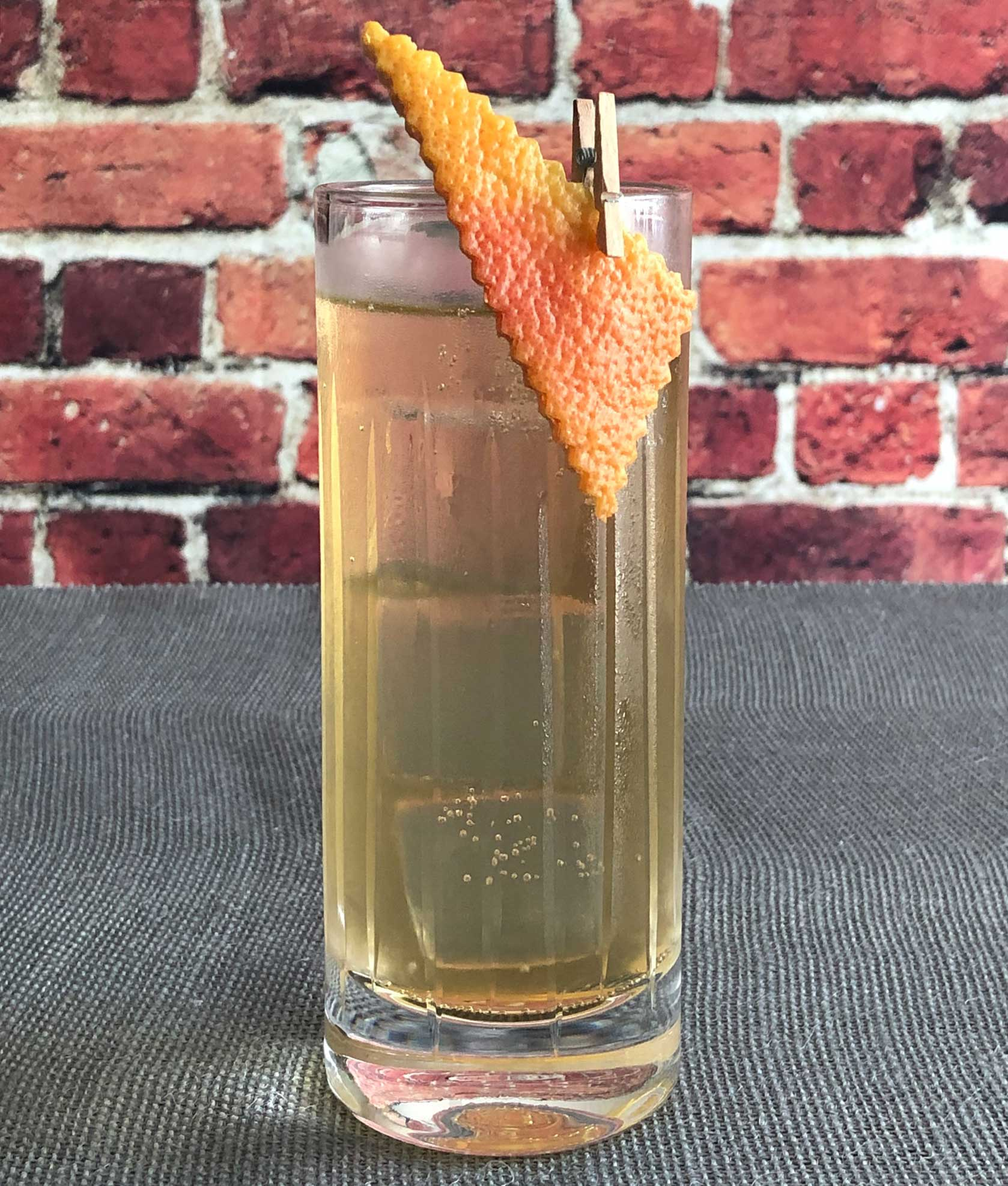 An example of the Kina Préparé, the mixed drink (cocktail) featuring Mattei Cap Corse Blanc Quinquina, Amaro Alta Verde, and soda water; photo by Lee Edwards