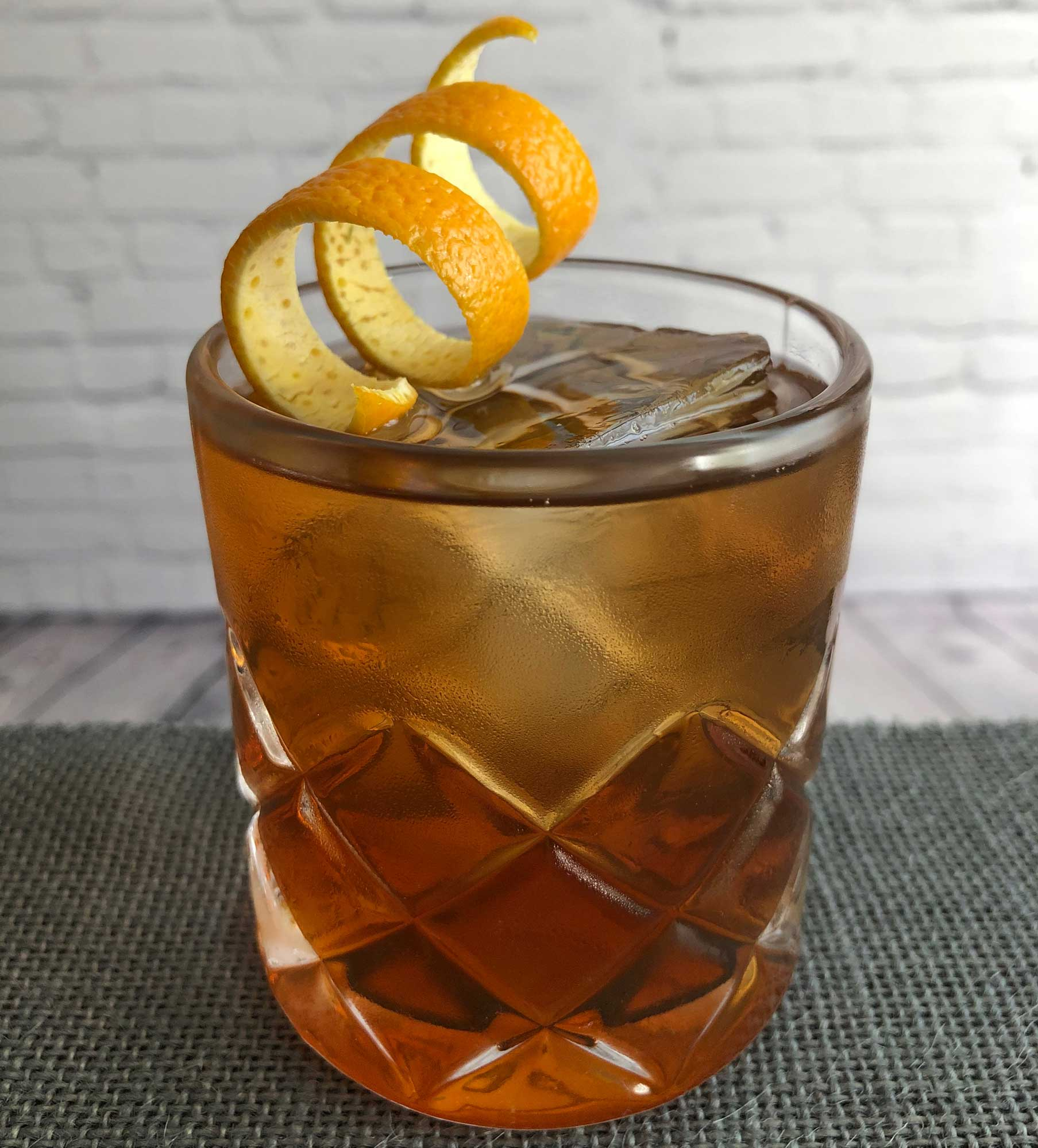 An example of the Sentier en Bastia, the mixed drink (cocktail) featuring rye whiskey, Mattei Cap Corse Rouge Quinquina, and Dolin Rouge Vermouth de Chambéry; photo by Lee Edwards